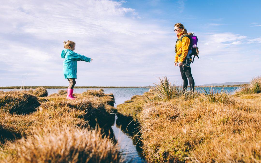 Charla: ¿Cómo influye la forma de vincularse emocionalmente en la relación padres- hijo? Factores que dificultan o favorecen la vinculación con los hijos.